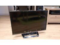 LG 32 inch 1080p HD LED TV - 32LS5600 - (Like New)