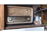 1950's style radio (with valves)