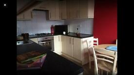 MINS TO CANARY WHARF *** Great Double Room in Clean Friendly Flat+ Private Balcony