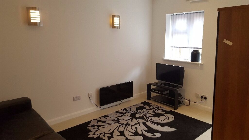 Studio Flat in West Reading, 5 * quality, Bills incl except council tax, Own ent, Avail 10th Jan 18