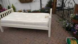 Single Bed (Julian Bowen)