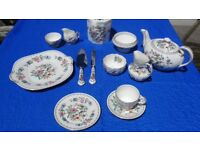 34 piece/8 place settings, Aynsley Fine English Bone China Tea Set, Pembroke design