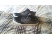 Worn once size 10. Similar to Vans