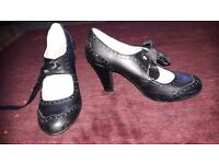 Two pair of leather shoes, mid-heel, size 5