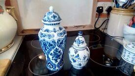 2 Delf ginger jars.