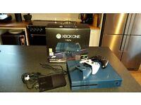 Xbox One 1Tb Forza 6 ltd edition + 3 controllers