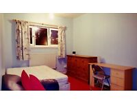 2 rooms available in the same flat in Canary wharf area, very close to stations and supermarket
