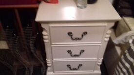 Beutuful bedroom furniture excellent condition
