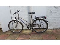 Giant boulder City Ladies Hybrid Bike - Size small/ frame 18.5/gears 21 good condition