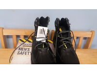 size 9 working boots brand new