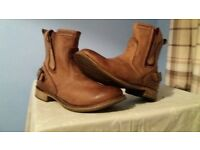 Men's Caterpillar boots FOR SALE! SIZE 10. Very good condition. Worn only a dozen Times.