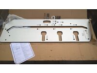 900mm Worktop jig used twice - perfect condition. 3 cutters, 30mm bush and pegs included