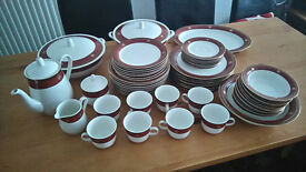 MINT CONDITION STUNNING 54 PIECE DINNER TEA SET