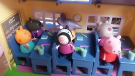 Peppa Pig Schooltime Fun playset COMPLETE plus lots of EXTRAS . 9 characters