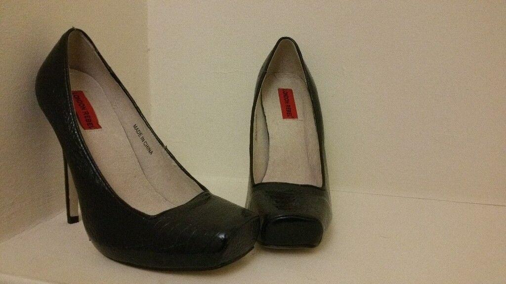 Black Square Foot Heels