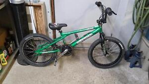 Vélo bmx haro vert roues 20po guidon 360 degrés (vient avec 2 pegs)