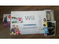 Nintendo Wii, 2 controllers and docking station