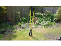 HEAVY DUTY POST HOLE DIGGER, GOOD CONDITION, USED FOR ONE PROJECT.COLLECT SO32