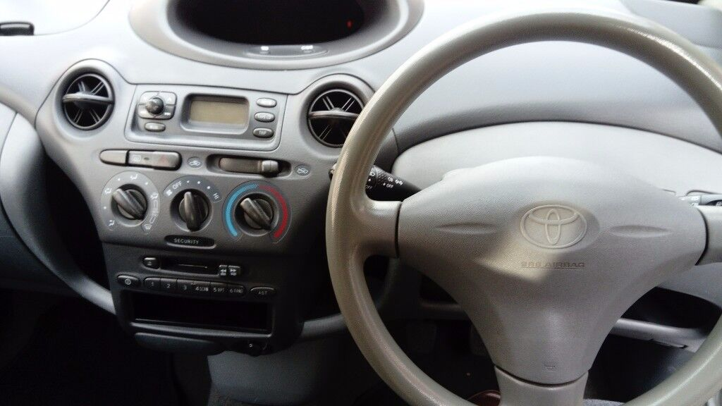 Toyota yaris 998cc 03 2 door full mot good condition in and out