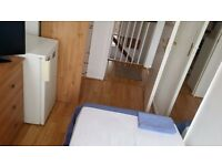 SINGLE ROOM PUTNEY HEATH AVAIALBLE 5 MARCH FURNISHED