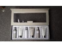 Baylis & Harding La Maison White Linen & Cassis Gift Set