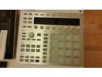 Native Instruments Maschine mk2 with Maschine 2.6 software and Komplete