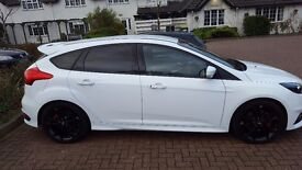 Ford Focus 2.0 T ST-3 5dr (start/stop)