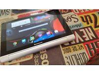 Lenovo Yoga Tablet 10 (16gb) **Cracked Screen**