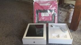 I pad 2nd generation with brand new charger and kidproof case
