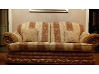 Excellent condition 3 seater seatee and 2 armchairs. .