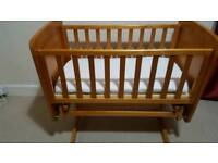 OBaby crib with mattress and 2 bedding set