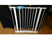 Lindam extra tall and wide stair gate