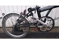 Brompton 6 speed, 18 months old, as new w/ Mudguards, carry bag & water resistant o bag included