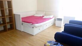 LIVE CLOSE TO CENTRAL LONDON! ONLY 15MINS FROM BANK WITH DLR!