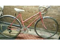 Vintage 80s women's Raleigh bike