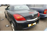 VAUXHALL TIGRA 2004 BREAKING FOR SPARES