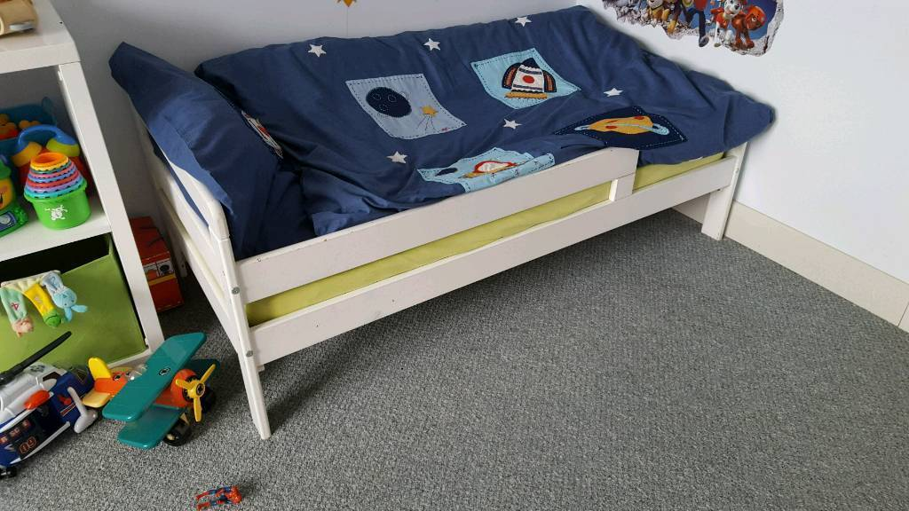Toddlers bed
