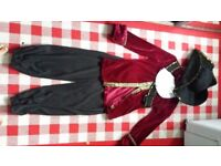 Pirate hellowing dress up