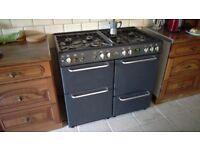 Range cooker / oven
