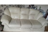 Creme leather 3 seater sofa and 2 matching chairs good condition no damage buyer must uplift