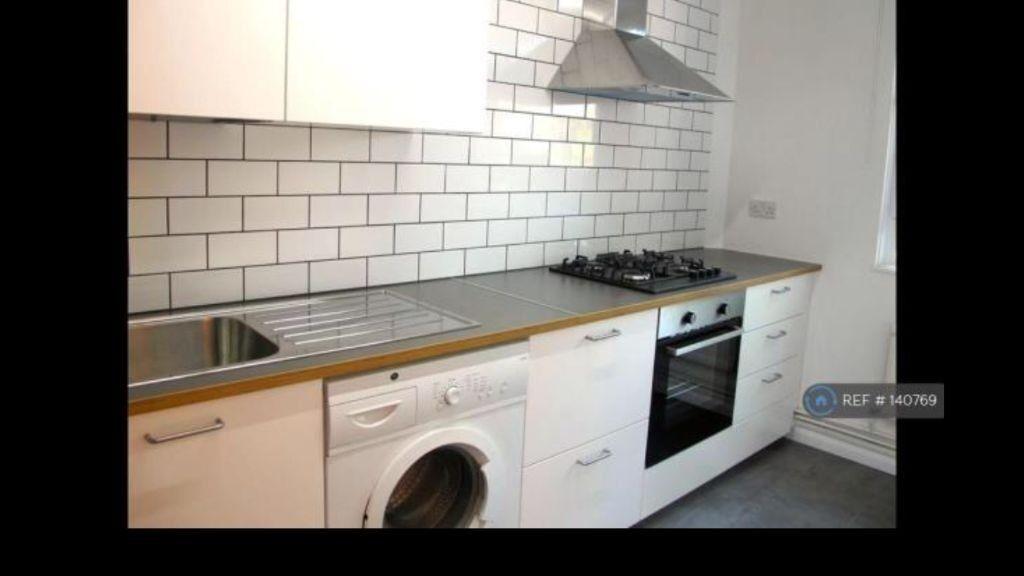 Amazing 3 bedroom flat in Rainhill Way, London, E3
