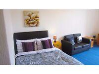 Superb large bedsit room in Hillhead, West end of Glasgow, Most bills included