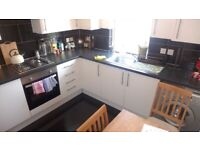 LARGE 2 BEDROOM APARTMENT ON 4TH FLOOR EMPTY & AVAILABLE IMMEDIATELY!! (SE5)