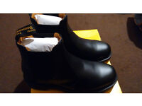 Dr Martens 2976 Chelsea boots men's size uk 9 brand new