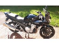 Suzuki Bandit 650S for sale. Top low mileage commuter bike with rack and topbox