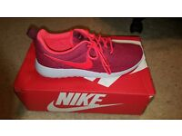 LADIES NIKE ROSHE ONE SIZE 6