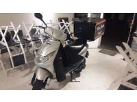 Moped For delivery included Helmet an 7 Insulated Pizza Bag- Croydon