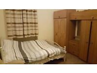 An ideal double bedroom near cessnock and kinning park subway stations. Excellent transport link.