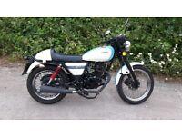 2015 Sinnis Café - retro styled 125 motorbike, low mileage, 12 months MOT