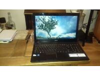 Acer Aspire laptop in excellent condition, Windows 10 64 Bit , 500GB HDD, case & original packing